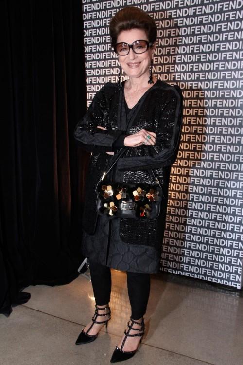 costanza pascolato usando casaco e baguette fendi img 4239 2 383 500x750 The Personal Style of Costanza Pascolato